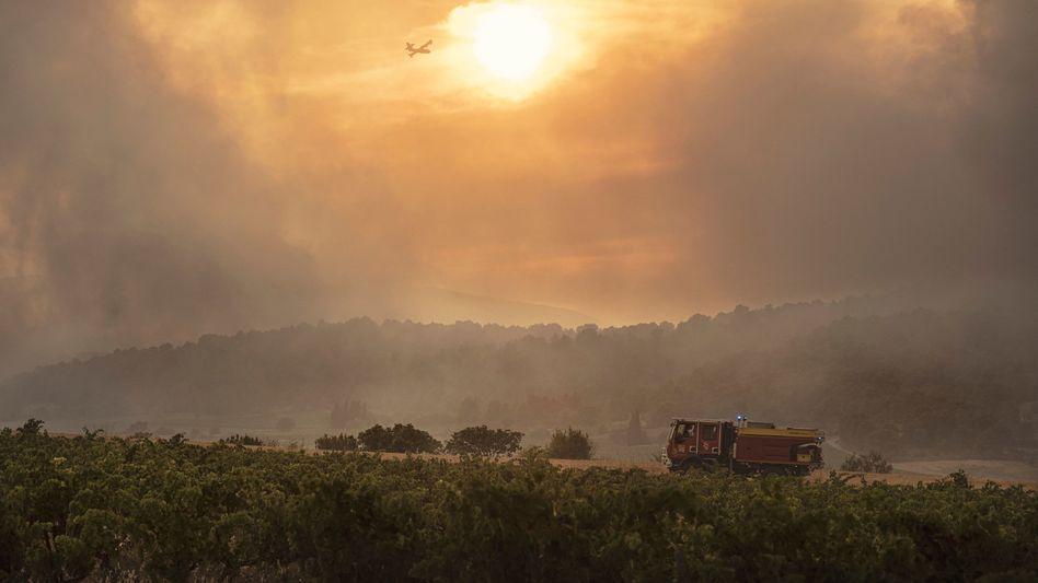 Waldbrand zwischen Carcassonne und Narbonne: Allein in Frankreich waren 100.000 Haushalte zeitweise ohne Strom