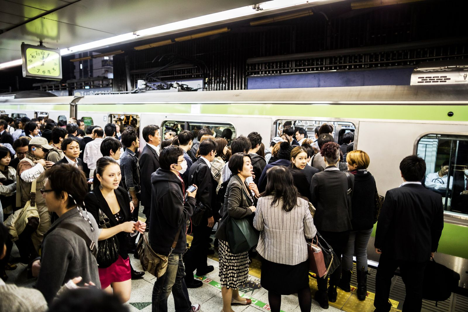 EINMALIGE VERWENDUNG Japan Tokio / Pendler Metro