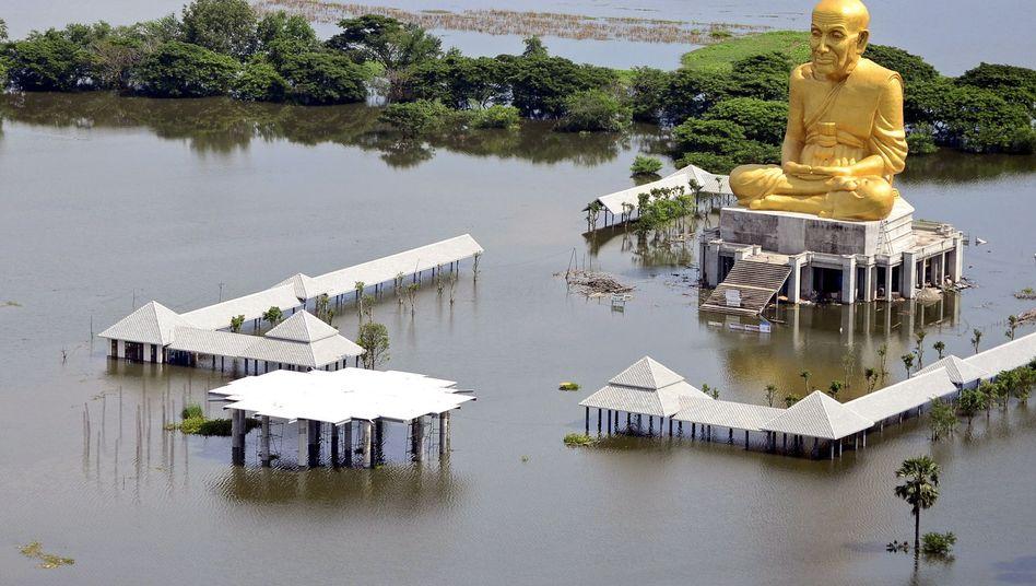 Hochwasser in Ayutthaya in Thailand: Hohe Belastungen durch die Flut