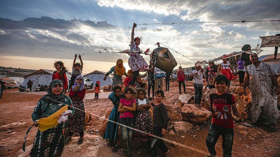 """Kinder in einem Flüchtlingscamp an der türkischen Grenze:""""Wir sind seit Jahren im Verzug"""""""