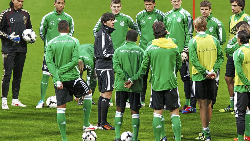 """The German national football team during a training session in February: """"The young players don't bear the blame, but they do bear the responsibility."""""""