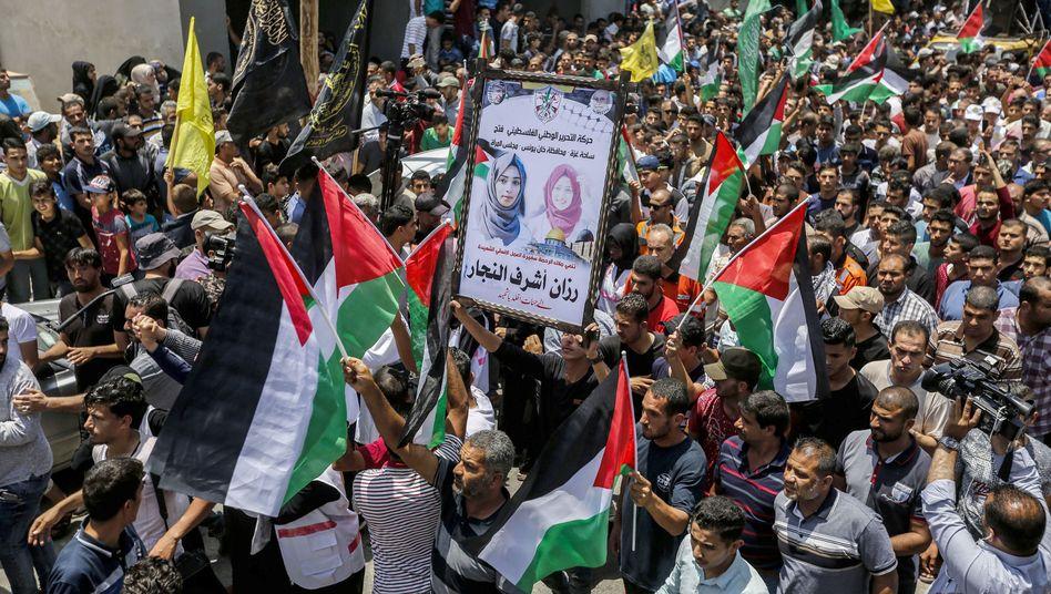 Trauerfeier für getötete Palästinenserin in den palästinensischen Gebieten am 2. Juni 2018