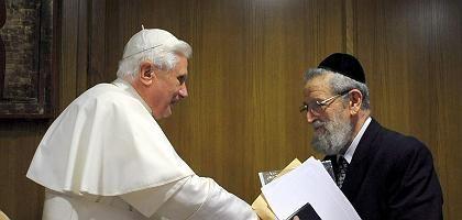 Papst Benedikt XIV und Rabbi Cohen: Proteste jüdischer Organisationen