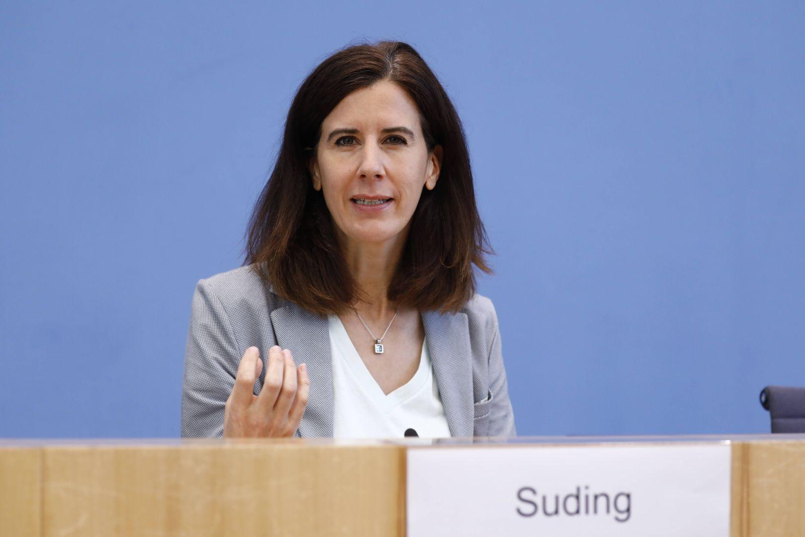 Katja Suding, Stellv. Fraktionsvorsitzende der FDP, Deutschland, Berlin, Bundespressekonferenz, Thema: Kinderchancengel
