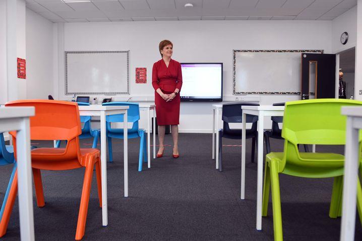 Will wieder Schüler in schottischen Schulen sehen: Regierungschefin Nicola Sturgeon