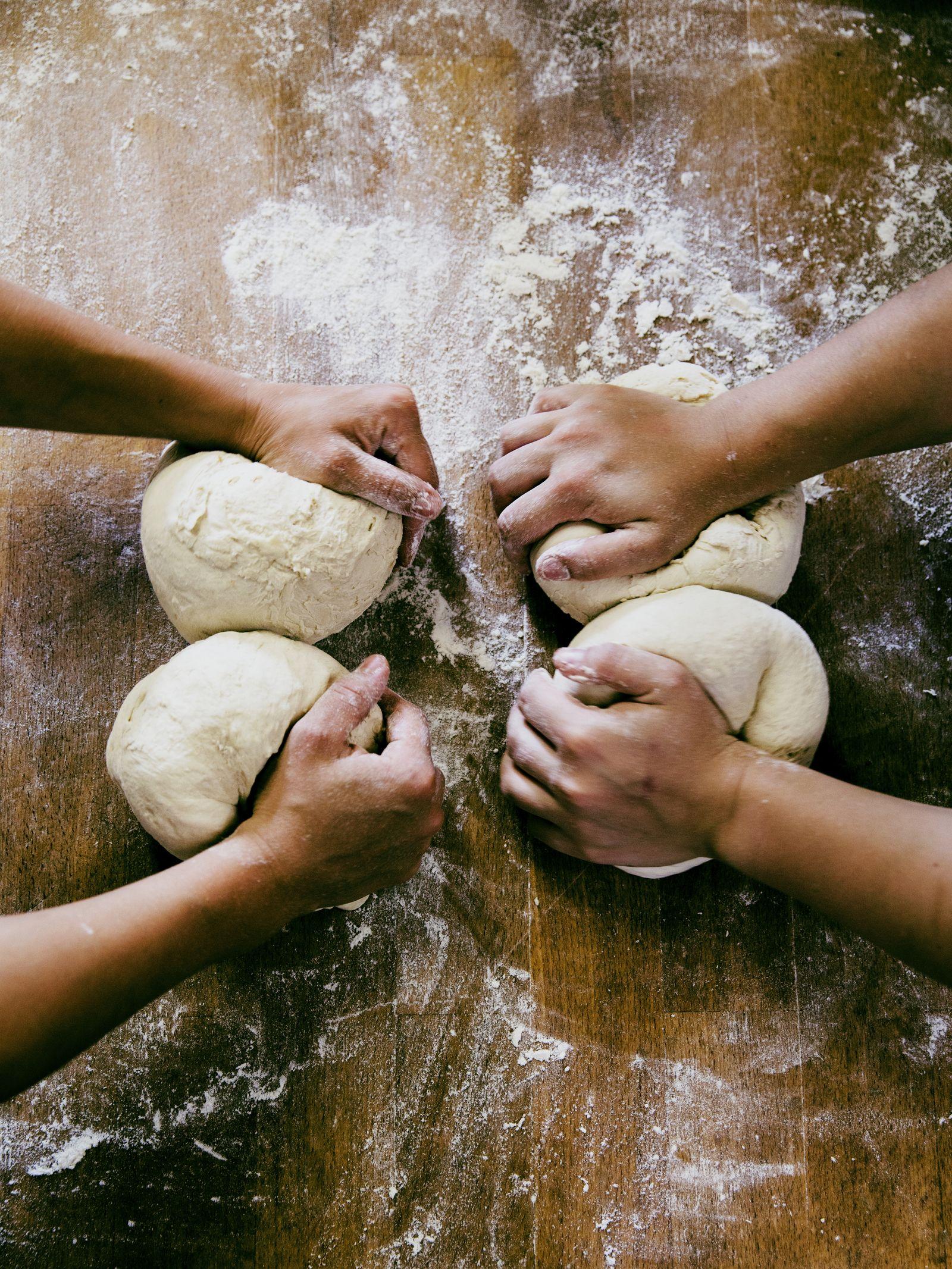 EINMALIGE VERWENDUNG UNI SPIEGEL 6/2018 S.36 Bäckerinnen