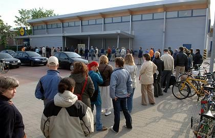 """Ticket-Verkauf bei Lidl: """"Fahrkarten aus dem Regal wird es nicht geben"""""""