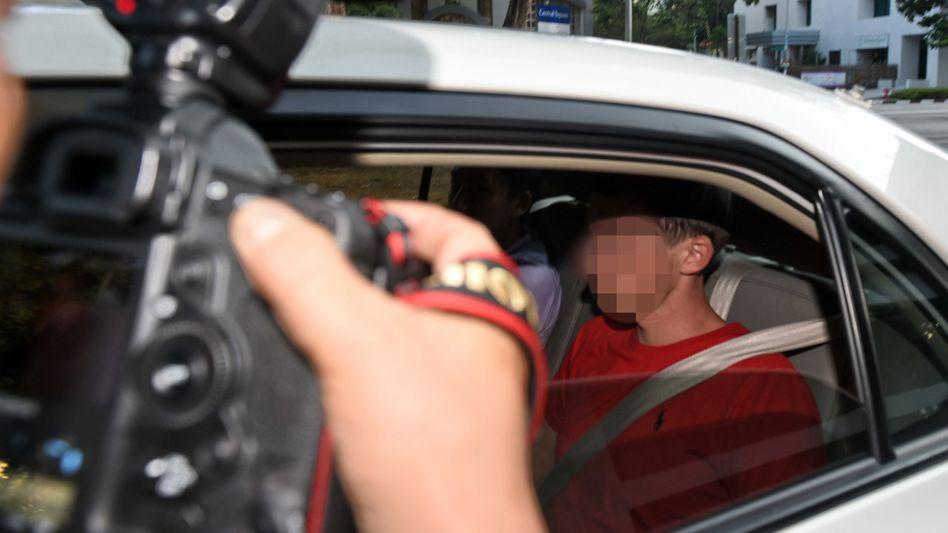 Auf dem Weg zum Gericht in Singapur (Archiv): Einer der verurteilten Deutschen