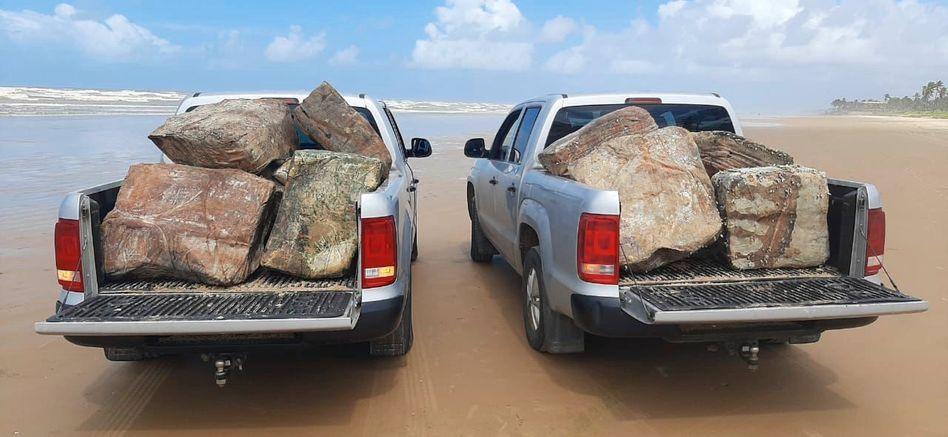 Fahrzeuge der brasilianischen Umweltverwaltung mit »mysteriösen Kisten«