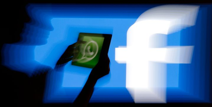 WhatsApp gehört zum Facebook-Konzern und hat inzwischen weltweit mehr als zwei Milliarden Nutzer