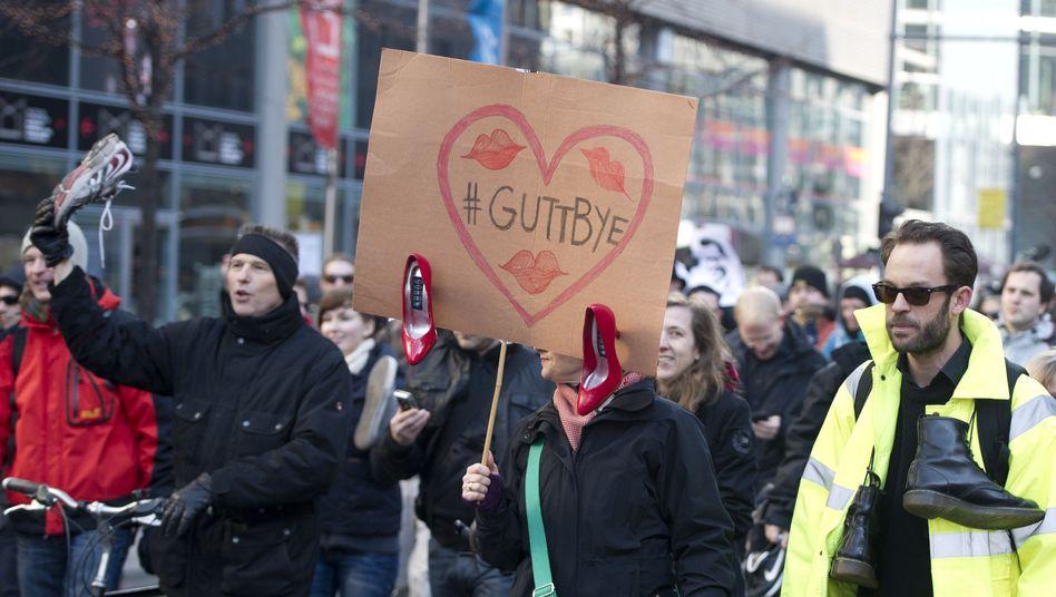 "Demo gegen Guttenberg in Berlin: ""Abtreten, Herr Minister"""