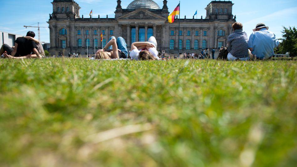 Reichstagsgebäude in Berlin: Der Bund macht weiter Defizite