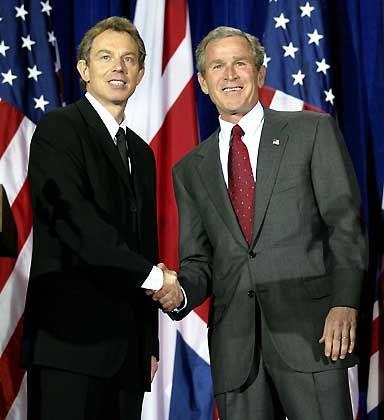"""George Bush und Tony Blair: """"Im Prinzip"""" signalisiert der britische Premier Zustimmung zur Irak-Politik"""