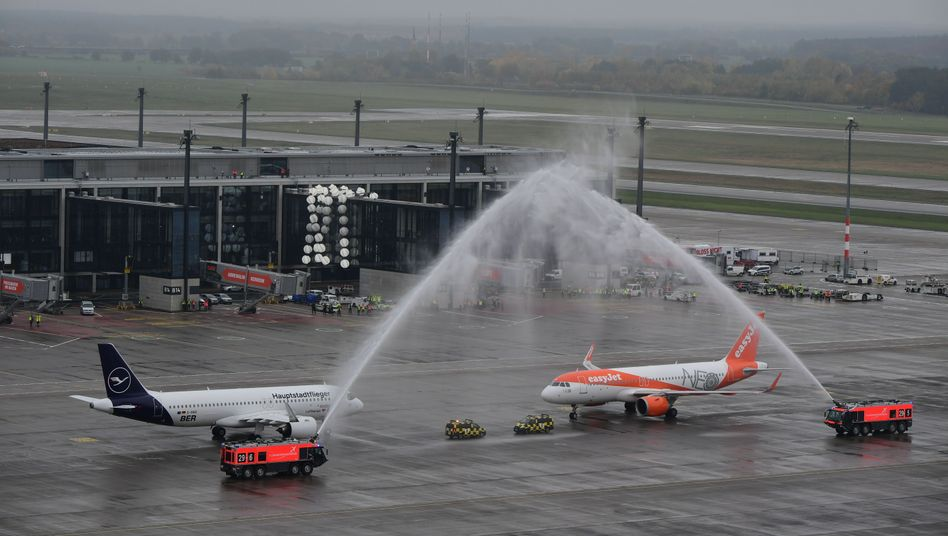 Easyjet war schneller als Lufthansa – und landete als erste Fluggesellschaft mit Gästen am BER: Eine große Feier soll es nicht geben