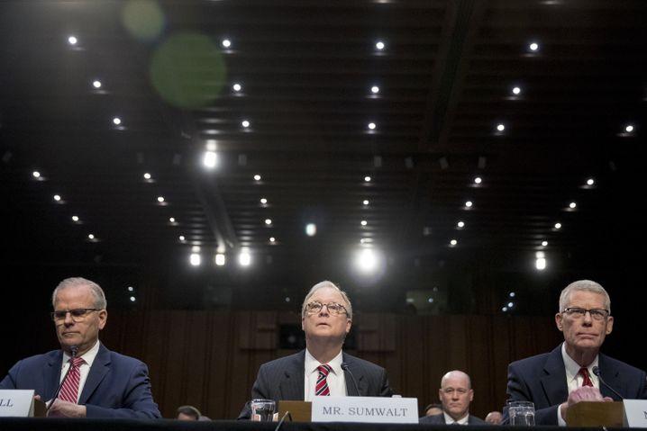 Elwell, Sumwalt und Scovel (v.l.)& bei der Anhörung in Washington