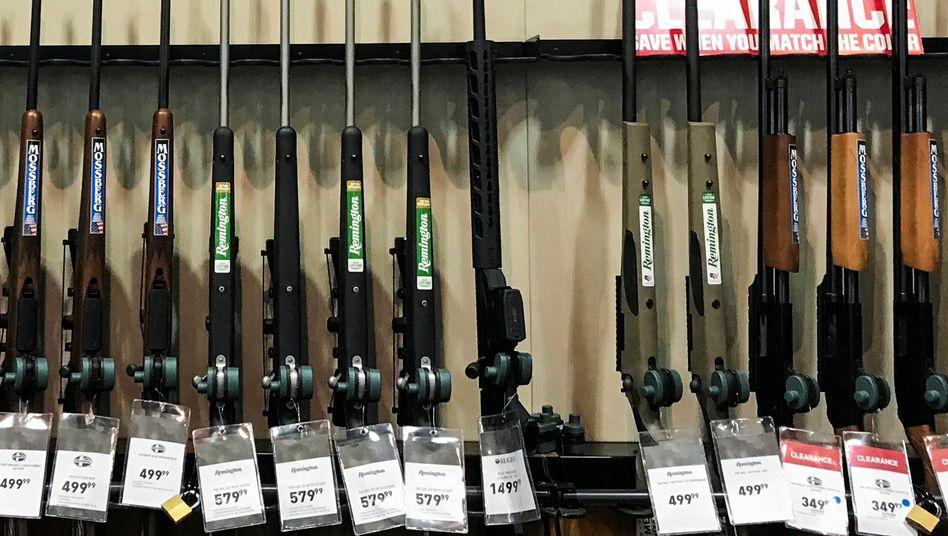 Waffen in einer Filiale von Dick's Sporting Goods in Pennsylvania