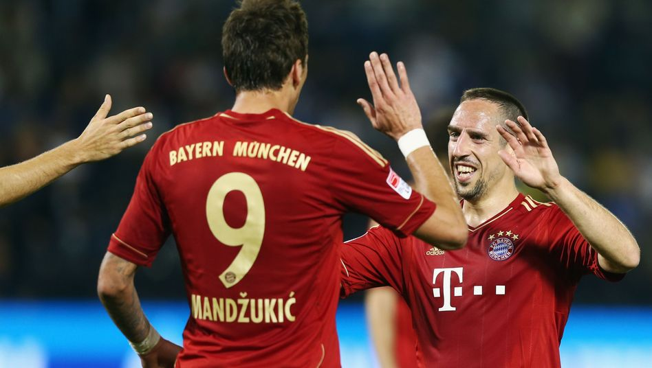 Bayern-Profis Mandzukic (l.), Ribéry: Lockerer Sieg gegen Schalke