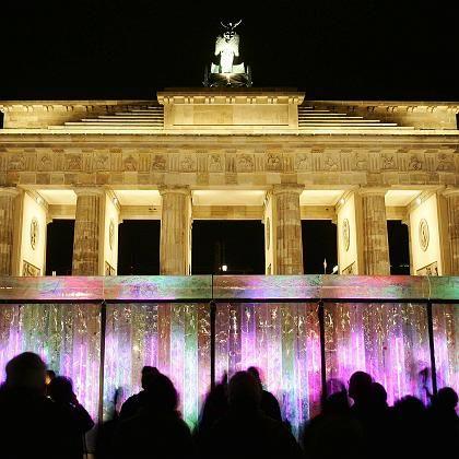 """Mauer-Lichtinstallation vor dem Brandenburger Tor: """"Erschreckende Banalisierung"""""""