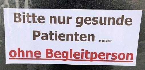 An einer Arztpraxis in Saarbrücken