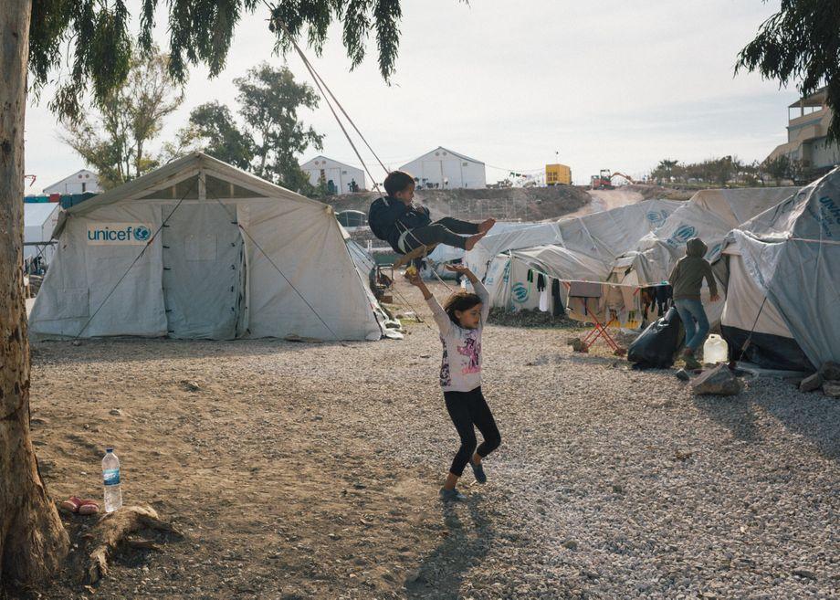 Bis September 2021 soll ein neues Lager auf Lesbos gebaut werden. »Wir werden anständige Bedingungen für ankommende Migranten und Flüchtlinge schaffen«, sagte EU-Kommissionspräsidentin Ursula von der Leyen
