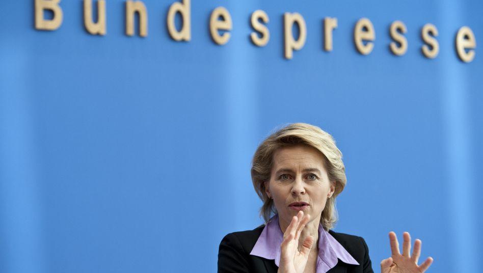 Arbeitsministerin von der Leyen: Gegen einen Euro-Austritt Griechenlands