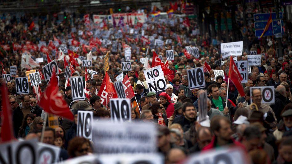 Protest gegen Sparprogramm in Madrid am 29.4.12: Haushaltsdefizit nur wenig gesunken