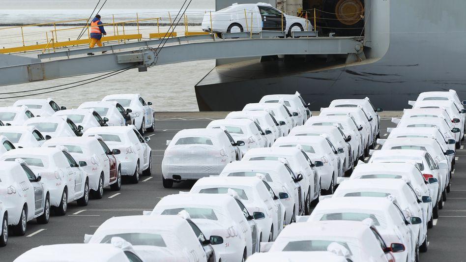 Deutsche Autos vor dem Verschiffen