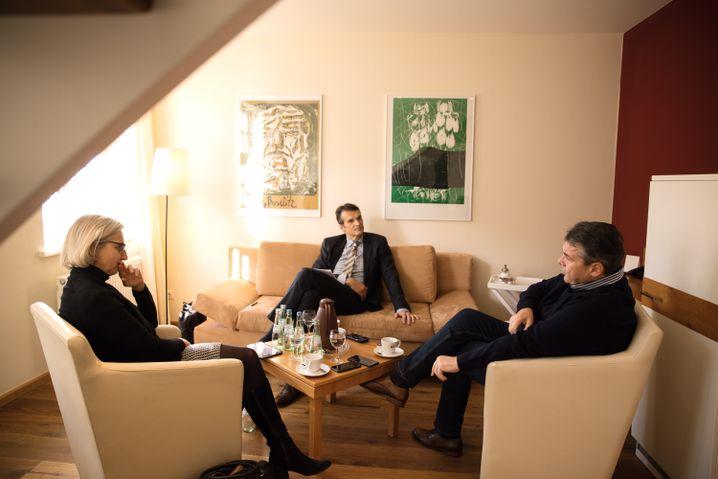 """Gabriel beim SPIEGEL-Gespräch mit den Redakteuren Christiane Hoffmann und Klaus Brinkbäumer in Goslar: """"Wir haben zu wenig auf Europa geachtet"""""""