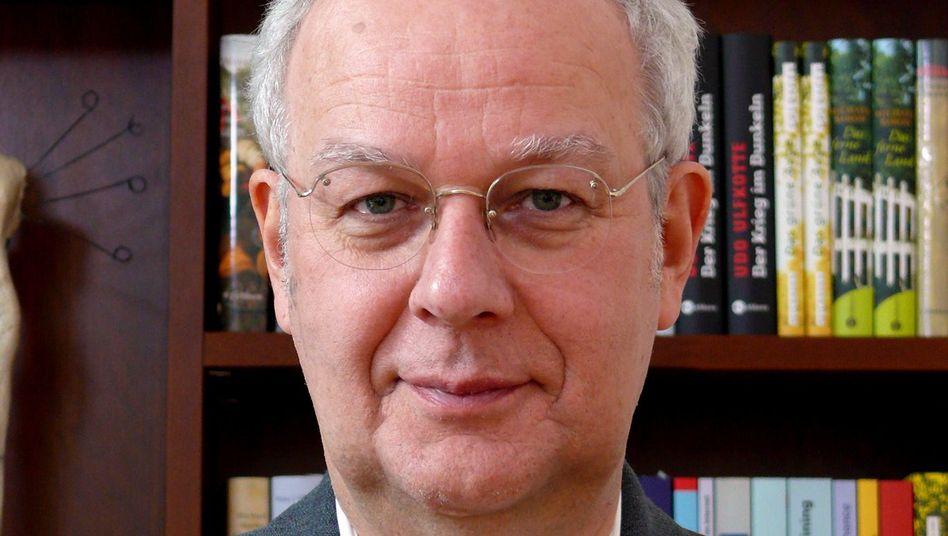 Psychologe Jürgen Hesse ist die eine Hälfte des Autorenduos Hesse/Schrader, das seit 1985 eine erfolgreiche Berufsseminar- und Ratgeberfabrik betreibt