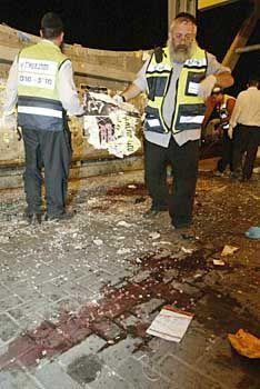 Bei dem Anschlag in Jerusalem sprengte sich der Täter in dem Café in die Luft, obwohl am Eingang zwei Wachleute postiert waren