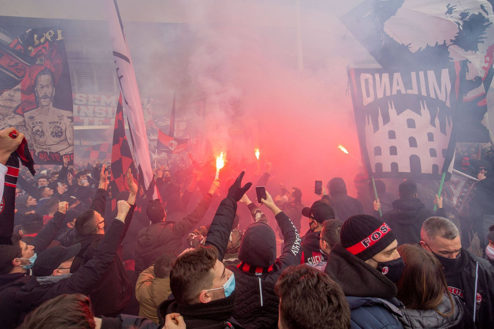 Milan, the ultra Milan fans fill the square in front of the historic south curve on the occasion of the championship de