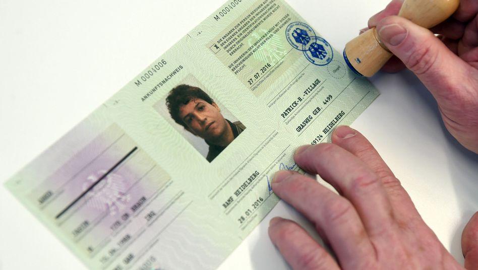 Erster Flüchtlingsausweis: Soll Mehrfachregistrierungen verhindern