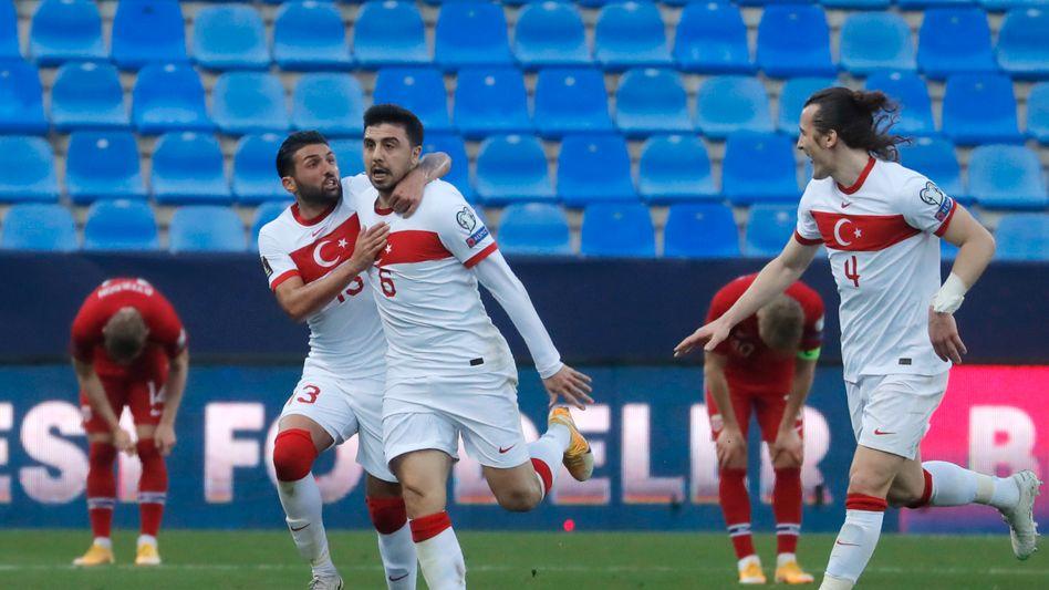 Ozan Tufan (M.) erzielte zwei Tore