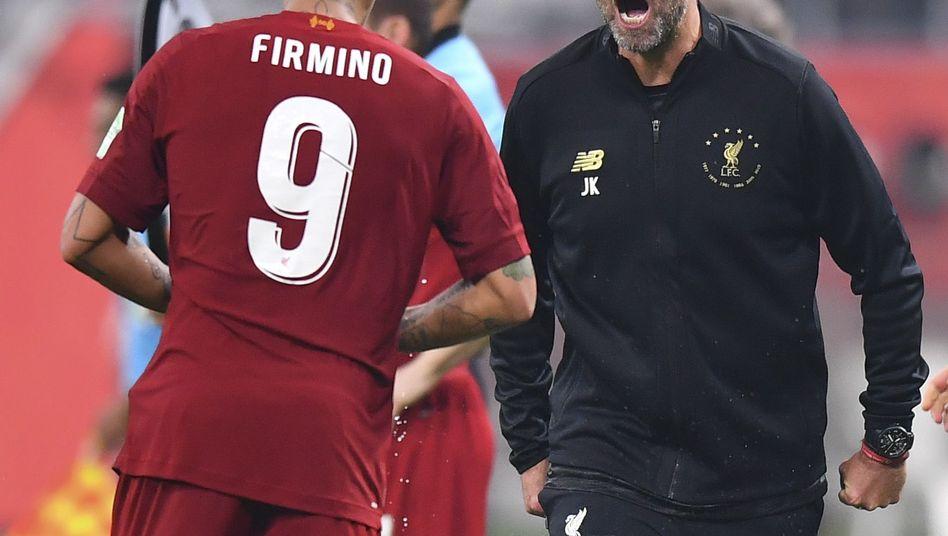 Torschütze Roberto Firmino (l.) feiert sein Tor mit Jürgen Klopp