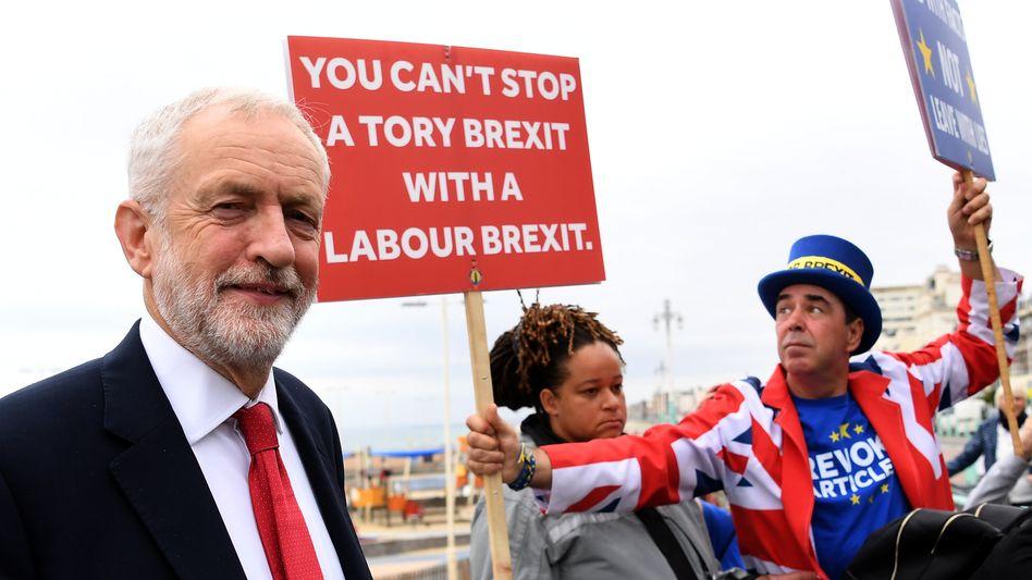 Labour-Chef Jeremy Corbyn, Anti-Brexit-Demonstranten in Brighton
