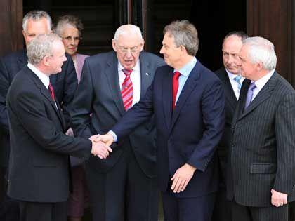 McGuinness, Paisley und Blair: Historischer Tag in Belfast