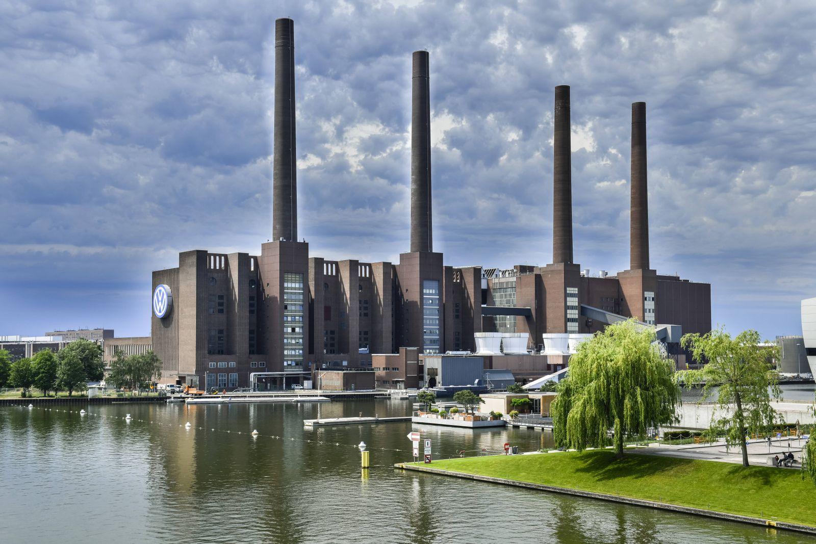 VW Kraftwerk Wolfsburg Niedersachsen Deutschland *** VW Power Plant Wolfsburg Lower Saxony Ger