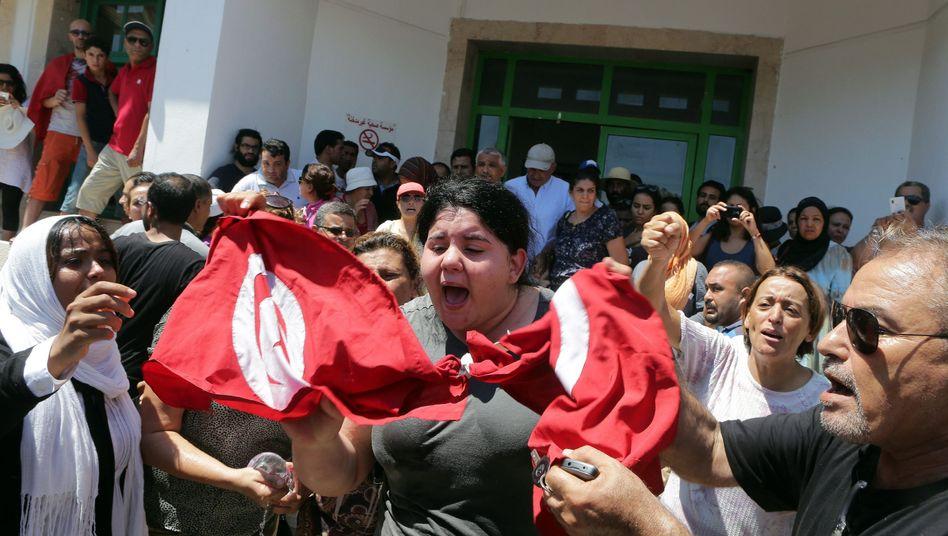 Tochter des Ermordeten Brahmi: Tausende demonstrieren nach dem Attentat