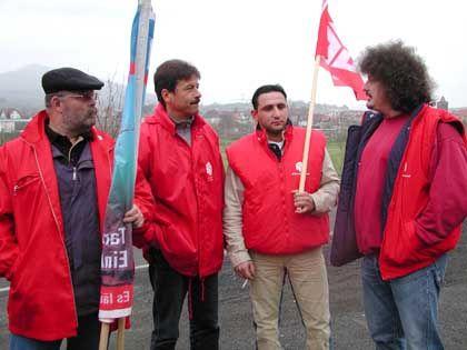 IG-Bau-Funktionäre beim Mauerbau: Protest gegen Dumpinglöhne