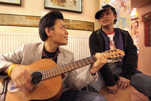 Gitarrenspieler (Archivbild): Synchronisierte Spannungsschwankungen im Bereich niedriger Frequenzen