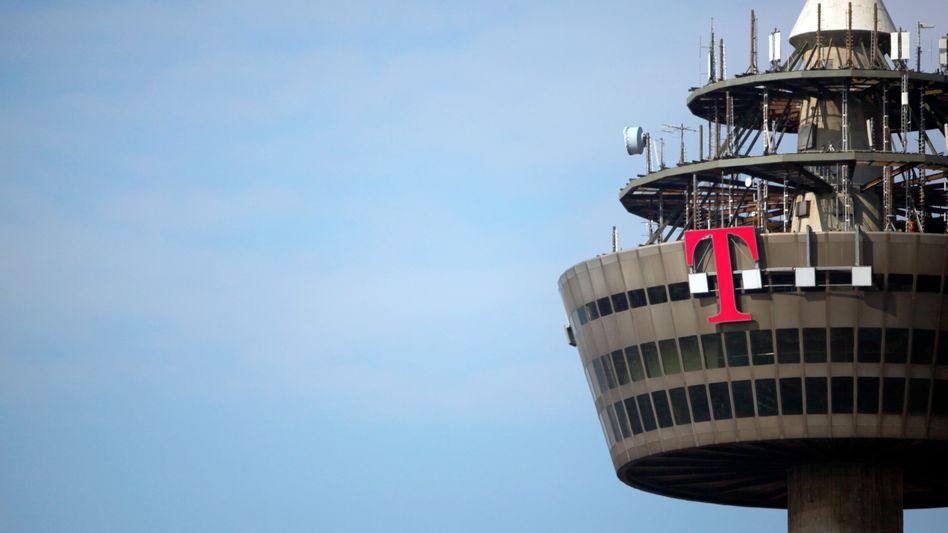 Telekom-Logo in Köln (Archivbild): Kartellamt will genau hinschauen