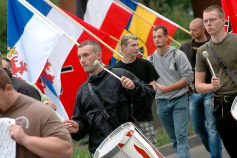 Im Fokus des Staatsschutzes: Die HDJ während eines Aufmarsches in Güstrow am 19.07.2008
