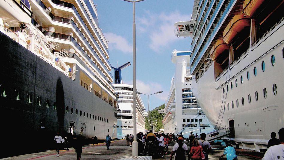 Kreuzfahrtschiffe in der Karibik (Symbolfoto)