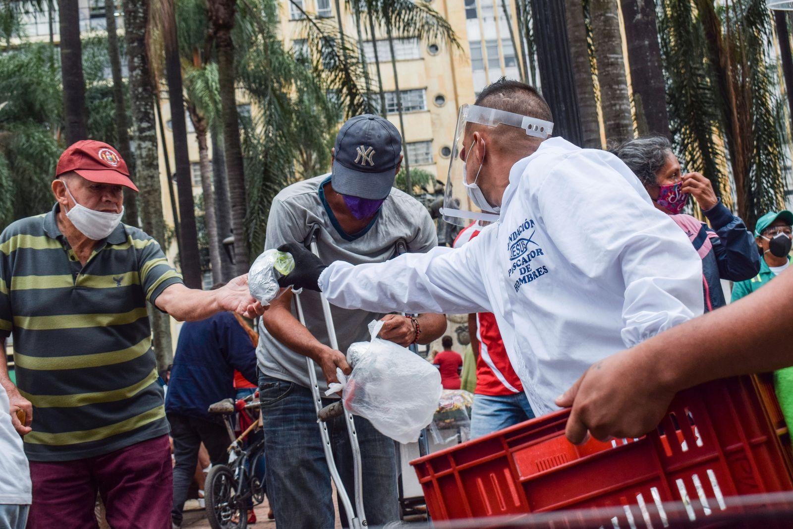 Feeding the hungry in Cali