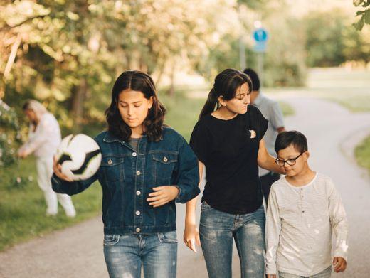 Kinder mit Behinderungen: Wie geht es ihren Geschwistern?