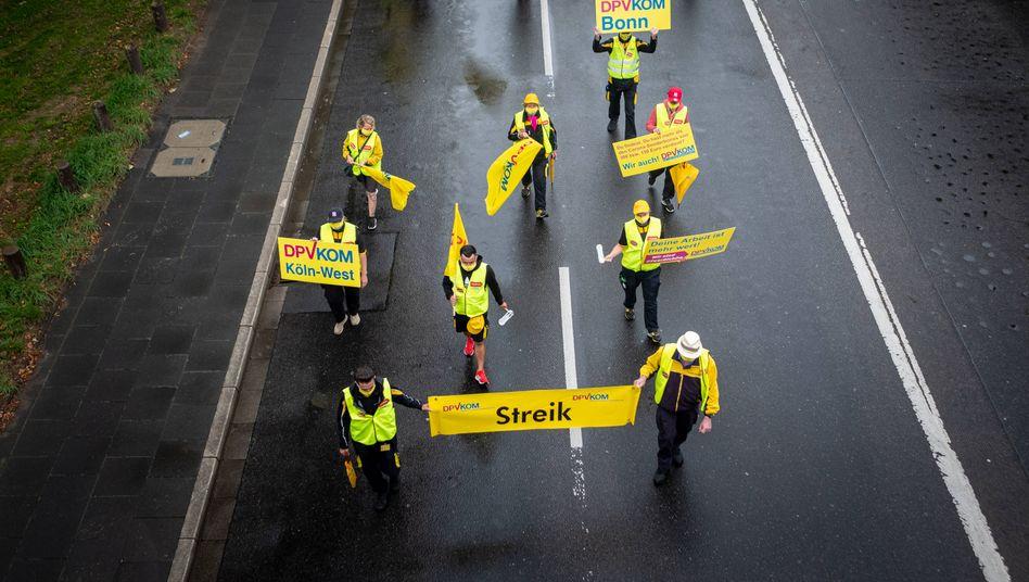 Warnstreik vor dem Posttower in Bonn vor acht Tagen