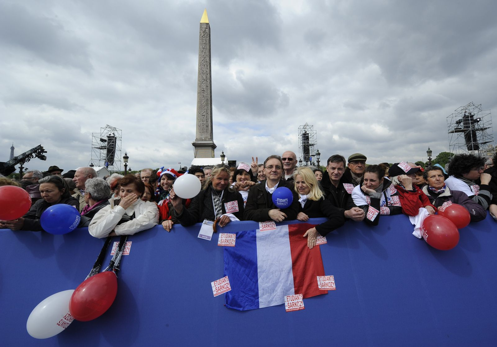 FRANCE2012-ELECTIONS-UMP-MEETING-FANS