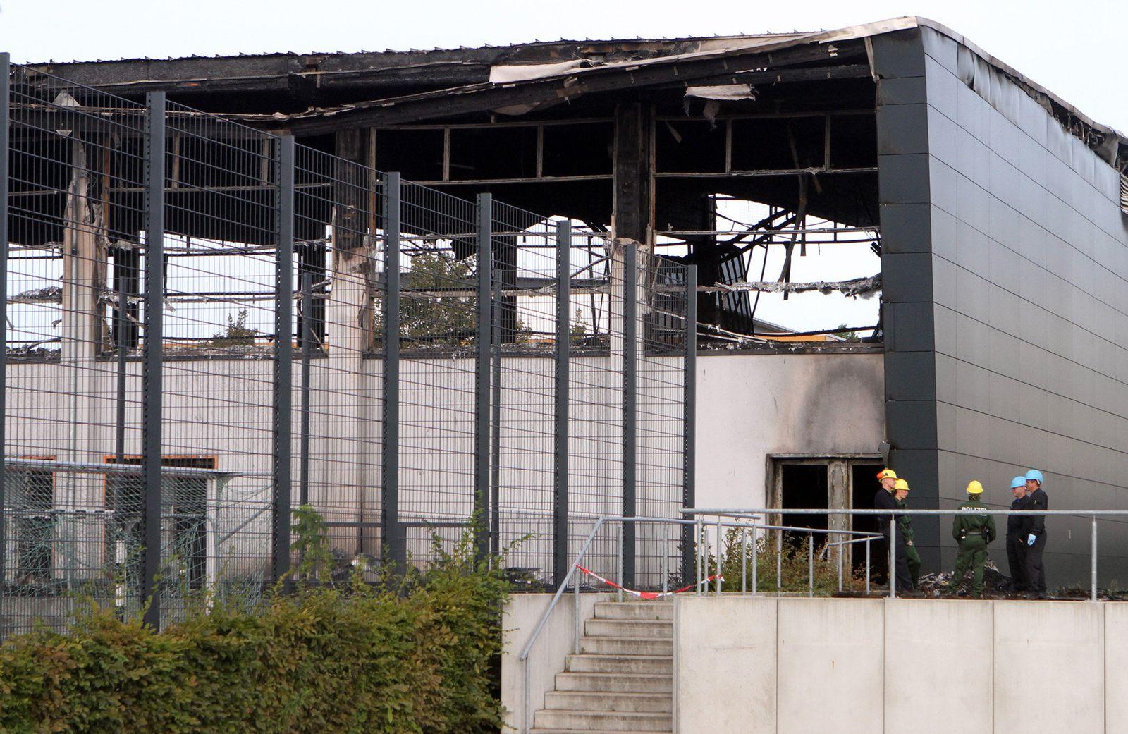 Spürhunde zur Brandaufklärung in Nauen
