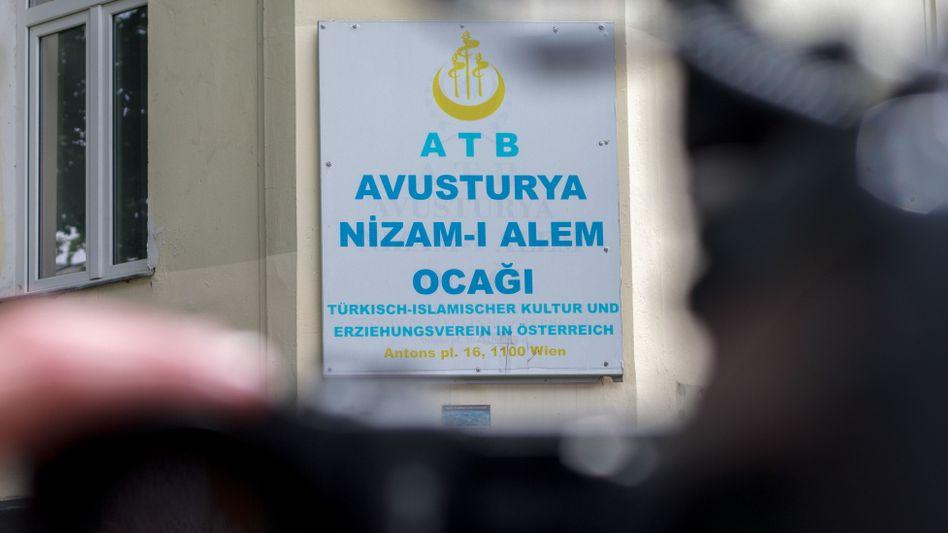 """Schild der """"Nizam-i Alem""""-Moschee in Wien"""