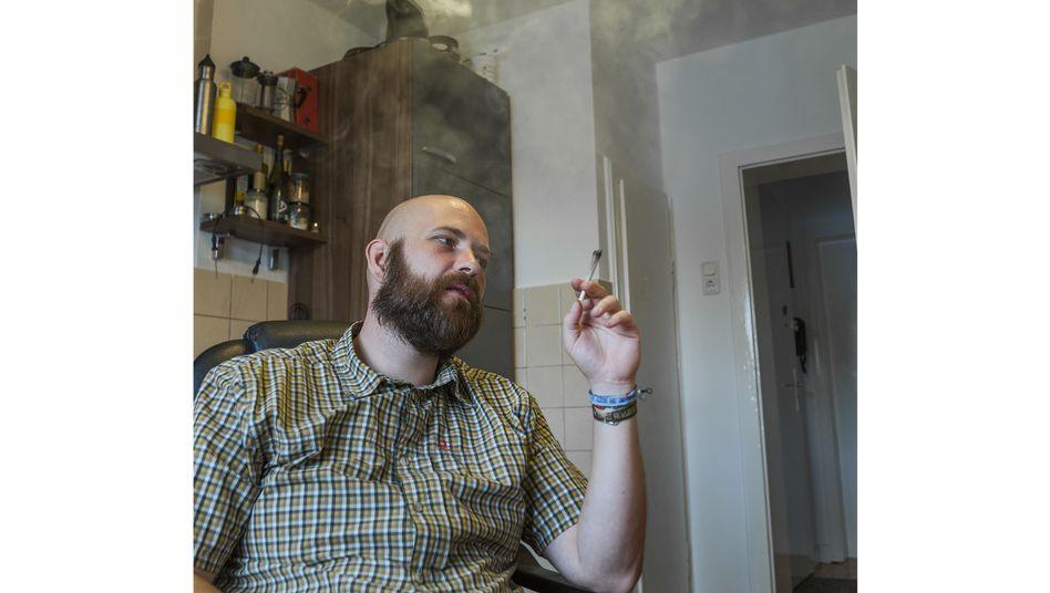 Jointraucher Dittrich: Den Schmerz in Schach halten